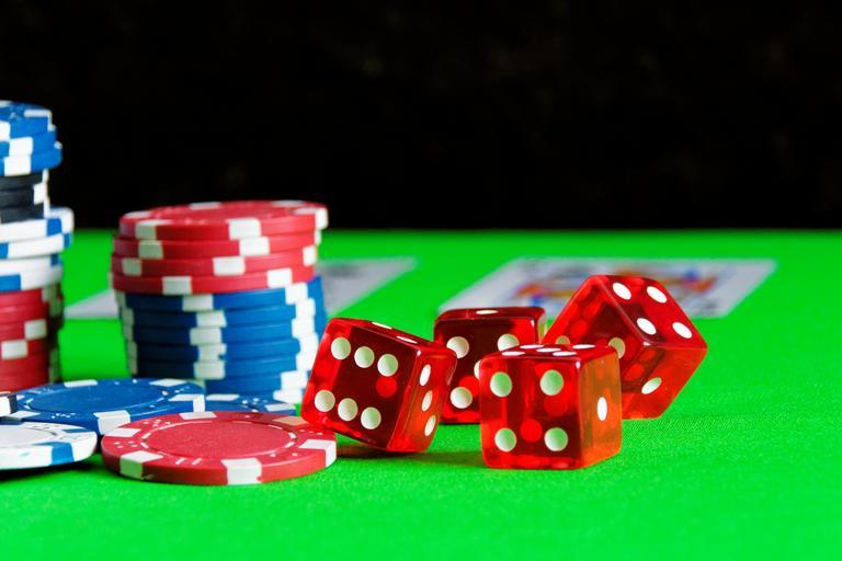 The important advantages that come with online poker games
