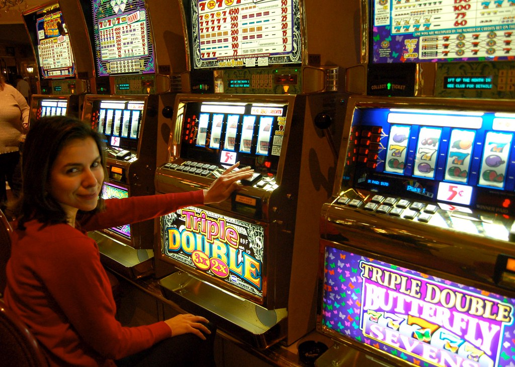 How to play slots in online casinos? Procedure and benefits!